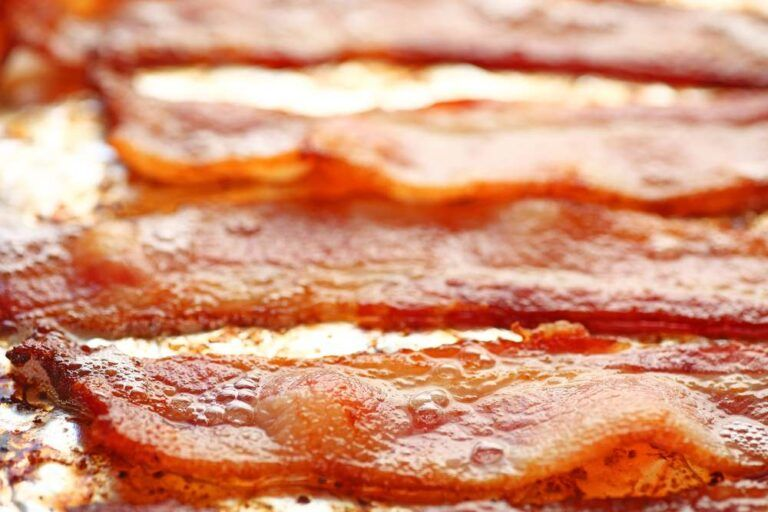 How To Cook Turkey Bacon In The Oven (Best Way) (2021 ...